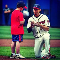 I love this child with a Braves player signing an autograph....