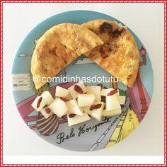 Café da manhã com melão + gojiberry e pãozinho com cottage de frigideira. Mais no @comidinhasdotutu
