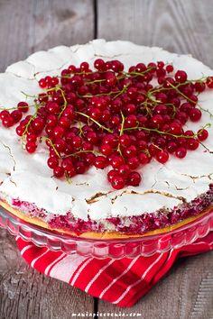 Wyśmienite ciasto porzeczkowo-bezowe / Red Currant & Almond Meringue Cake