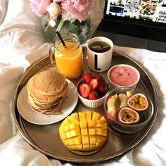Easy and Healthy Breakfast Menu Idea - Assyifa Website Think Food, Love Food, Easy Healthy Breakfast, Breakfast Recipes, Breakfast Ideas, Romantic Breakfast, Breakfast In Bed, Breakfast Menu, Breakfast Platter