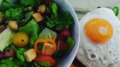 Salada com croutons pode ser low-carb? . . Pode sim é só ter vergonha na cara e não comer os croutons. . . . . #paleo #paleobrasil #primal #lowcarb #lchf #cetogenica #keto #atkins #dieta #emagrecer #vidalowcarb #paleobr #comidadeverdade #saude #fit #fitness #senhortanquinho #almoço #almoco #ji #jejumintermitente #estilodevida #lowcarbdieta #menoscarboidratos #baixocarbo #dietalchf #lchbrasil #dietalowcarb