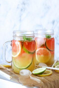 Frisk Sommerdrink Med Hindbær Og Ananas - Frisk og lækker sommerdrink! Det er blevet tid til noget koldt og lækkert, som både voksne og børn kan nyde i disse varme dage! I dag er det en lækker drink som serveres med vodka til de voksne og uden vodka til børnene (selvfølgelig ). Drinken er lækker både med og uden vodka og på den måde kan ungerne få det samme som de voksne, og føle sig som en del af fællesskabet! #drink #ananas #hindbær #sommer