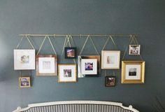 DIY Picture Rail Juniper Home Außergewöhnliche Bilderleiste über dem Bet Photo Wall Hanging, Hanging Pictures, Pictures Above Bed, Hallway Pictures, Wall Pictures, Diy Picture Rail, Photowall Ideas, Little Green Notebook, Deco Boheme