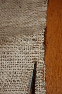 Great instructions for DIY burlap runner! Just made mine and am obsessed :)