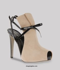 http://www.bagshoes.net/img/Giorgio-Armani-Women-bags22.jpg
