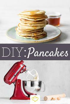 Pancakes könnten wir jeden Tag essen! Mit der KitchenAid wird der Teig fluffig-locker! Die hübsche Maschine gibt es hier: www.springlane.de/kitchenaid-shop/