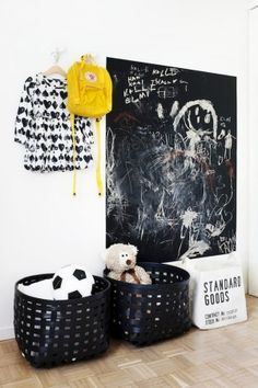 chalkboard wall in kids rooms & put wheels on bottom of baskets for mobile toy storage Room Photo, Casa Kids, Outdoor Toys For Kids, Black Basket, Chalkboard Paint, Deco Design, Design Set, Wall Design, Design Ideas