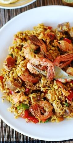 Easy paella with chicken, shrimp and sausage. Decent recipe, but I don't know why she didn't peel the shrimp????