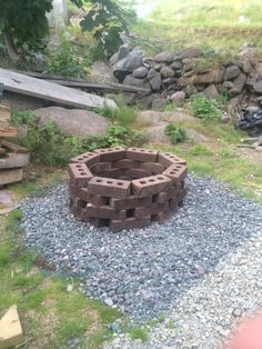 Why You Should Build Outdoor Firepit - Great Affordable Backyard ideas Outside Fire Pits, Cool Fire Pits, Fire Pit Landscaping, Fire Pit Backyard, Landscaping Design, Patio Design, Cheap Outdoor Fire Pit, Clay Fire Pit, Fire Pit Designs