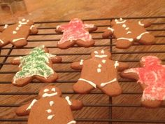 Amish gingerbread cookies | Amish Cook Christmas Goodies, Christmas Treats, Christmas Baking, Oven Baked French Toast, French Toast Bake, Molasses Cookies, Ginger Cookies, Gingerbread Man Cookie Cutter, Gingerbread Cookies