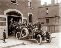 "Fire Engine Detroit, Michigan May ""Packard fire squad. Old Photos, Vintage Photos, Detroit History, Local History, Automobile, Fire Equipment, Emergency Vehicles, Fire Engine, Fire Department"