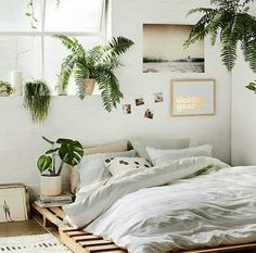 9 Alive Tips: Natural Home Decor Earth Tones Rugs natural home decor wood tree branches.Natural Home Decor Bedroom Plants natural home decor boho chic living spaces.Natural Home Decor Boho Chic Living Spaces. Natural Home Decor, Natural Bedroom, Home And Deco, Home Decor Bedroom, Bedroom Inspo, Bedroom Plants, Bedroom Neutral, Design Bedroom, Budget Bedroom