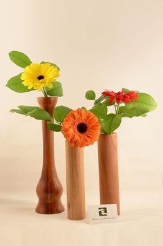 Holzvasen - Blumen außergewöhnlich präsentieren. Home Decor, Floral, Art, Homemade Home Decor, Interior Design, Home Interiors, Decoration Home, Home Decoration, Home Improvement