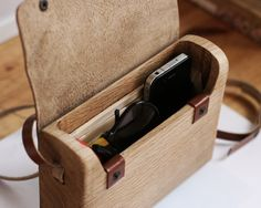 The Oak Wood Bag by Haydanhuya is handmade using one piece of oak wood and vegetable tanned leather. Its unique id will be written at the backside, and Wooden Purse, Large Bags, Wood Design, Leather Working, Leather Craft, Tan Leather, Wood Crafts, Wood Projects, Purses And Bags