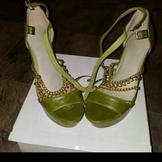 Dominique Greenery Green heels with gold chains. Shoes Heels