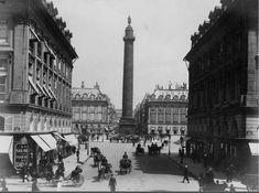 Belle vue de l'animation de la place Vendôme vue depuis le carrefour de la rue de Castiglione et de la rue Saint-Honoré, vers 1890  (Paris 1er)