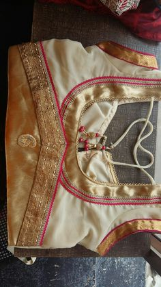 Patch Work Blouse Designs, Simple Blouse Designs, Stylish Blouse Design, Blouse Back Neck Designs, Choli Designs, Sleeve Designs, Cotton Saree Blouse Designs, Designer Blouse Patterns, Blouse Models