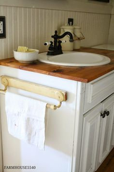 If you love the farmhouse style, but live in a builder grade home, here are 12 ways you can add charm and character on a budget! Farmhouse Bathroom Sink, White Bathroom, Kitchen And Bath, Master Bathroom, Wainscoting Bathroom, Country Bathrooms, Rustic Farmhouse Decor, Farmhouse Style, Builder Grade