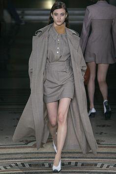 Stella McCartney Fall 2017 Ready-to-Wear Collection Photos - Vogue Catwalk Fashion, Fashion Week, Fashion 2017, Love Fashion, Winter Fashion, Fashion Design, Fashion Trends, Tennis Fashion, Stella Mccartney