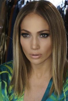 Just in time for spring, singer and actress Jennifer Lopez cut her hair into a supercute chin-length lob. Cut Her Hair, Hair Color And Cut, Love Hair, Great Hair, Lob Hairstyle, Pretty Hairstyles, Straight Hairstyles, Street Hairstyle, Hair Dos