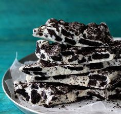 Oreo Cookie Bark - only takes 2 ingredients and 20 min!