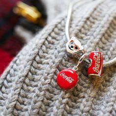 It's beginning to look a lot like Christmas💖 Coca-Cola x Persona. Cute Jewelry, Charm Jewelry, Jewlery, Coca Cola Decor, Coca Cola Polar Bear, Cola Cake, Share A Coke, Always Coca Cola, World Of Coca Cola