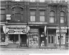 Photographs from the Toronto Archives showing old Toronto Storefronts from the past 100 years. Shops, grocers, butchers, tailor stores have changed lots. Cool Pictures, Cool Photos, Amazing Photos, Peterborough Ontario, Canadian Things, Yonge Street, Canada Images, Toronto Canada, Toronto City