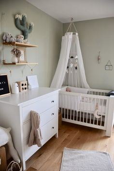 Dulux Valentine Baby room with white tint and gray worms Baby Boy Room Decor, Baby Room Design, Baby Boy Rooms, Baby Bedroom, Baby Cribs, Nursery Room, Girls Bedroom, Ikea Baby Room, Nursery Furniture