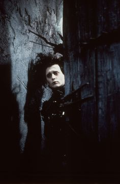 Johnny Depp in 'Edward Scissorhands' - Tim Burton Estilo Tim Burton, Tim Burton Style, Tim Burton Art, Tim Burton Films, Johnny Depp Characters, Johnny Depp Movies, Kid Movies, Movie Tv, Johnny And Winona