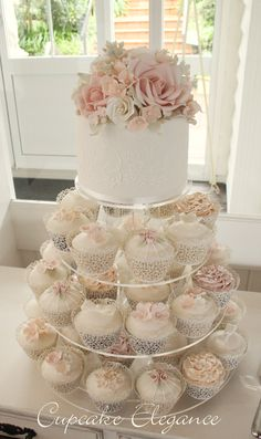 Wedding Cupcakes in peach, pink and nude. A great idea for a wedding cake!