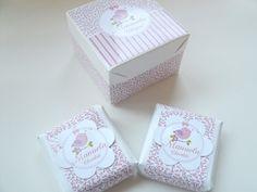 kit personalizado: <br>1 caixinha em papelão personalizada com nome do bebe e tag.(6x6x4cm) <br>2 mini chocolate ao leite com avelã ( Talento) personalizado com detalhes em scrap.