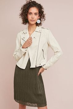 Really need a jkt like this Summer Moto Jacket Xs Trench Coat Style, Trench Coats, How To Make Clothes, Professional Look, Moto Jacket, Biker Jackets, Weekend Style, Shades Of White, Boho Outfits