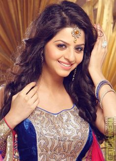 Epitome of Beauty Vedhika Beautiful Girl In India, Beautiful Blonde Girl, Beautiful Black Women, Beautiful Bollywood Actress, Beautiful Indian Actress, Beautiful Actresses, Girl Photo Poses, Girl Photos, Bollywood Designer Sarees