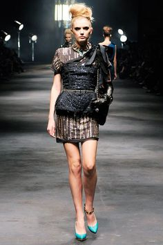 See the complete Lanvin Spring 2010 Ready-to-Wear collection.