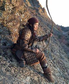 Asil Türk Kadını Warrior Girl, Fantasy Warrior, Warrior Women, Female Armor, Traditional Archery, Larp, High Fantasy, Barbarian, Central Asia