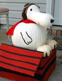 Oh my gosh....is this the cutest thing ever?  Snoopy love.