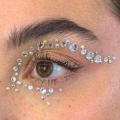 NOW YOU KNOW WE HAD TO SPICE UP YOUR LOOK, BABE! Our Lash Gem Sheets Are: 3 Sizes - PIYLash Jewel Sheets Include A Sheet Of 165 Jewels All 3 sizes (3mm, 4mm, 5mm) for you to mix and match for your own creative patterns. Great For Anywhere You Want To Add A Little Sparkle-Made with strong adhesive, they stick well on multiple surfaces including skin and nails. Skin-Friendly Material For Safe Use: These Diamond Rhinestone Stickers are made with Eco and skin-friendly material, which is safe to be u Gem Makeup, Rave Makeup, Eye Makeup Art, Fairy Makeup, Skin Makeup, Makeup Inspo, Makeup Inspiration, Fairy Costume Makeup, Cool Makeup
