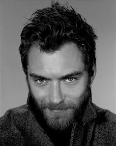 Jude Law - flirty look, beard