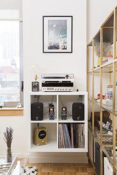https://flic.kr/p/rvNmvT | My Studio Apartment | Record Player Setup