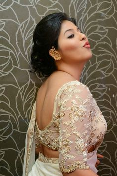 Bollywood Actresses Pictures Photos Images: South Indian Actress Anjali Show Bare Back Backless in Transparent Saree and Blouse Pictures Bollywood Actress Hot Photos, Beautiful Bollywood Actress, Indian Navel, Photoshoot Pics, Indian Beauty Saree, Indian Sarees, Girl Photo Poses, Photo Shoot, South Indian Actress