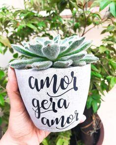 Succulent Planter Diy, Flower Planters, Diy Planters, Planting Succulents, Lettering Tutorial, Hand Lettering, Painted Flower Pots, Cement Crafts, Handmade Cosmetics