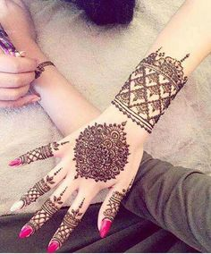 Explore latest Mehndi Designs images in 2019 on Happy Shappy. Mehendi design is also known as the heena design or henna patterns worldwide. We are here with the best mehndi designs images from worldwide. Henna Mehndi, Arte Mehndi, Mehendi, Easy Mehndi, Pakistani Mehndi Designs, Best Mehndi Designs, Mehndi Designs For Hands, Bridal Mehndi Designs, Beauty Secrets