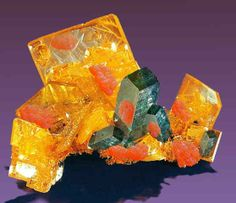 Wulfenite - a lead molybdate mineral with the formula PbMoO4  diopotasaconmimetita sobre wulfenite.jpg (Author: Peter Megaw)