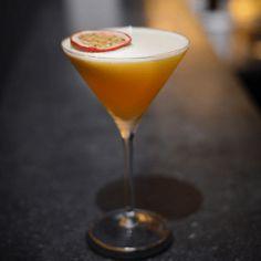La recette du cocktail Atlantic sun #cocktail #bartender #alcool #mixologie #cocktailand Tranches D'orange, Liqueur, Martini, Cocktails, Tableware, Glass, Syrup, Alcohol, Drinks