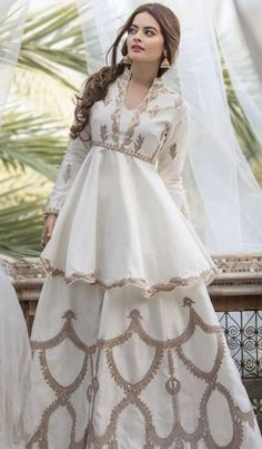 Beautiful Pakistani Dresses, Pakistani Formal Dresses, Indian Gowns Dresses, Indian Fashion Dresses, Pakistani Dress Design, Beautiful Dresses, Nikkah Dress, Shadi Dresses, Mehndi Dress