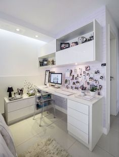 study room makeover study room makeover Affordable Childrens Study Room Design Ideas For Your Kids 40 Study Room Design, Study Room Decor, Study Rooms, Study Space, Mesa Home Office, Home Office Desks, Bedroom Table, Diy Bedroom, Trendy Bedroom