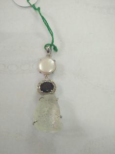 Ruff stone with pearl
