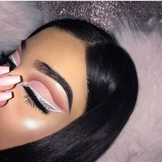 Have you always wanted to achieve that beautiful cat eye look with your eyeliner? If you're having a hard time, there are some easy cat eyes makeup tips you can try out. Dope Makeup, Makeup Eye Looks, Cat Eye Makeup, Pretty Makeup, Eyeshadow Makeup, Eyeshadow Palette, Makeup Brushes, Pigment Eyeshadow, Glitter Eyeshadow