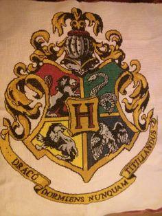 cross stitch: Hogwarts crest