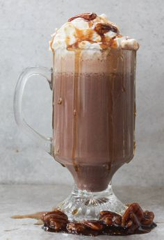 Christmas and Thanksgiving come together in this killer boozy hot chocolate. Christmas Drinks, Holiday Drinks, Party Drinks, Spiked Hot Chocolate, Hot Chocolate Recipes, Strong Drinks, Heritage Hotel, Hot Cocoa Bar, Alcoholic Beverages
